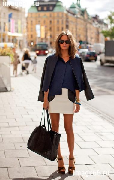Закрытый верх с короткой юбкой или шортами смотрится намного эффектней