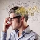 Мужчина задумался и в его голове происходит движение определенных механизмов