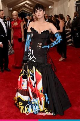 Кэти Перри в платье от Moschino