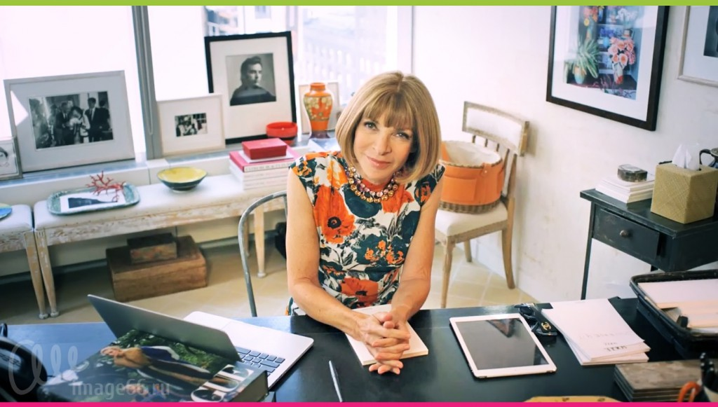 Анна Винтур за рабочим столом