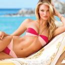 Модель Victoria's Secret в купальнике