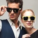 Модели демонстрируют яркие модные очки