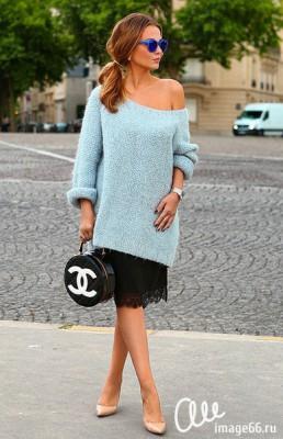 Девушка в гипюровой юбке в сочетании с большим вязаным  свитером