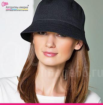 Девушка в шляпе ведро