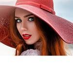 Рыжая девушка в красной шляпе