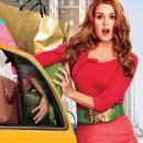 Девушка шопоголик с пакетами вываливающихся из машины