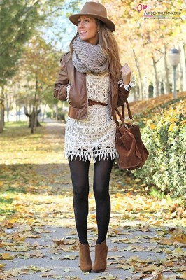 Девушка в стильном образе приглушенных коричневых тонах